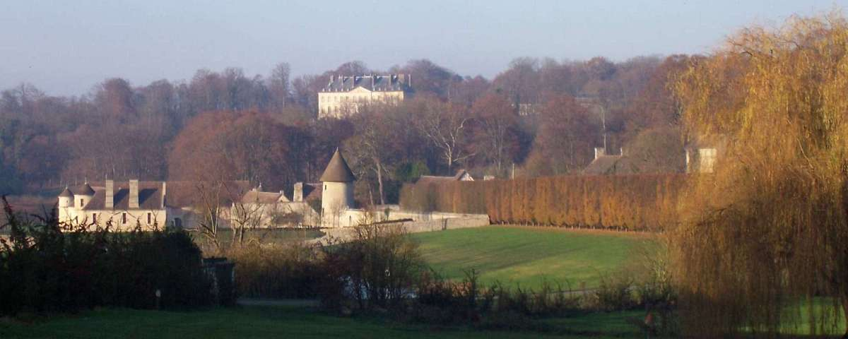 Villarceaux - Manoir de Ninon and Chateau du Haut (from 2nd Tee)