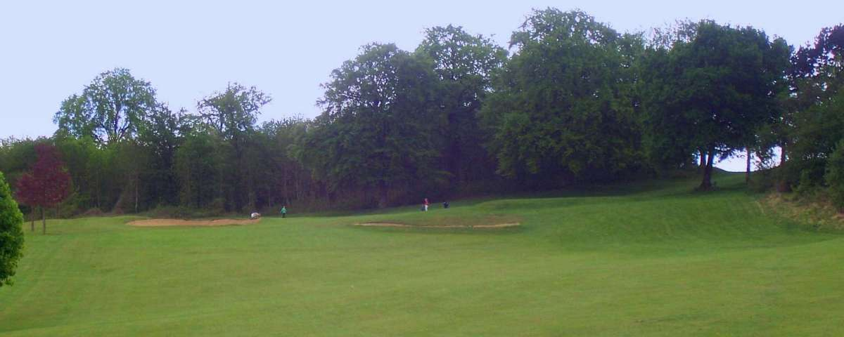 Villarceaux - Approach to 4th Green from 135m (1)