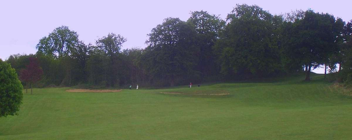 Villarceaux - Approach to 4th Green from 135m (2)